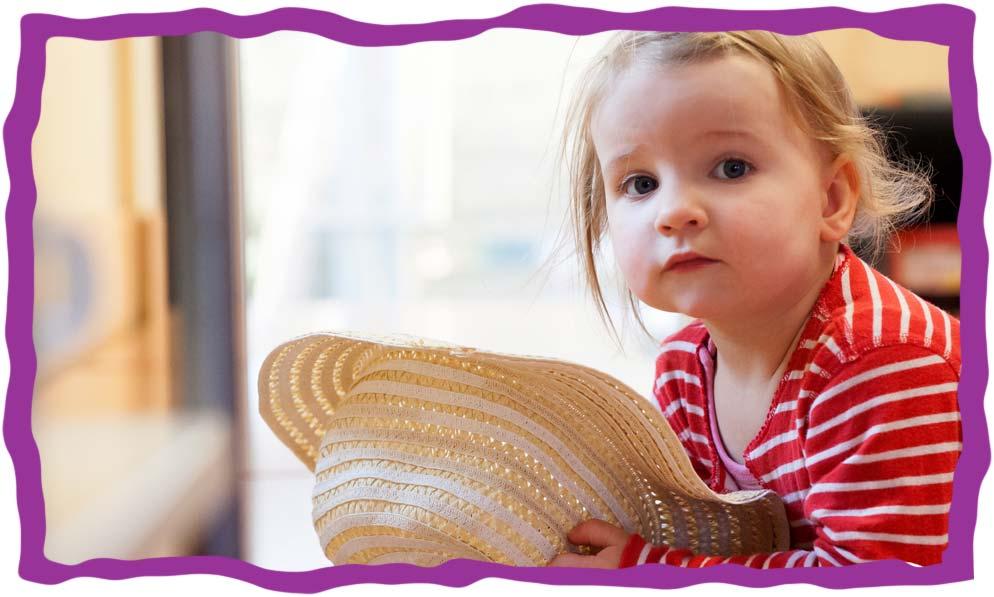 Bild eines Kindes mit Strohhut in der KITA Karamba
