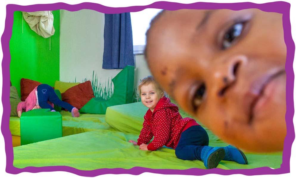 Bild von Kindern in der KITA Karamba - Kinder auf Matrazenwiese